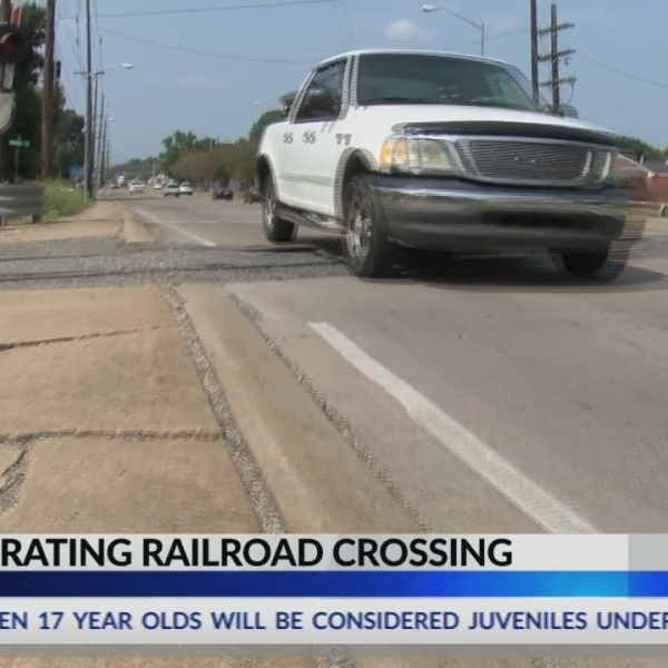 Dial Dalfred: Run-down railroad crossing