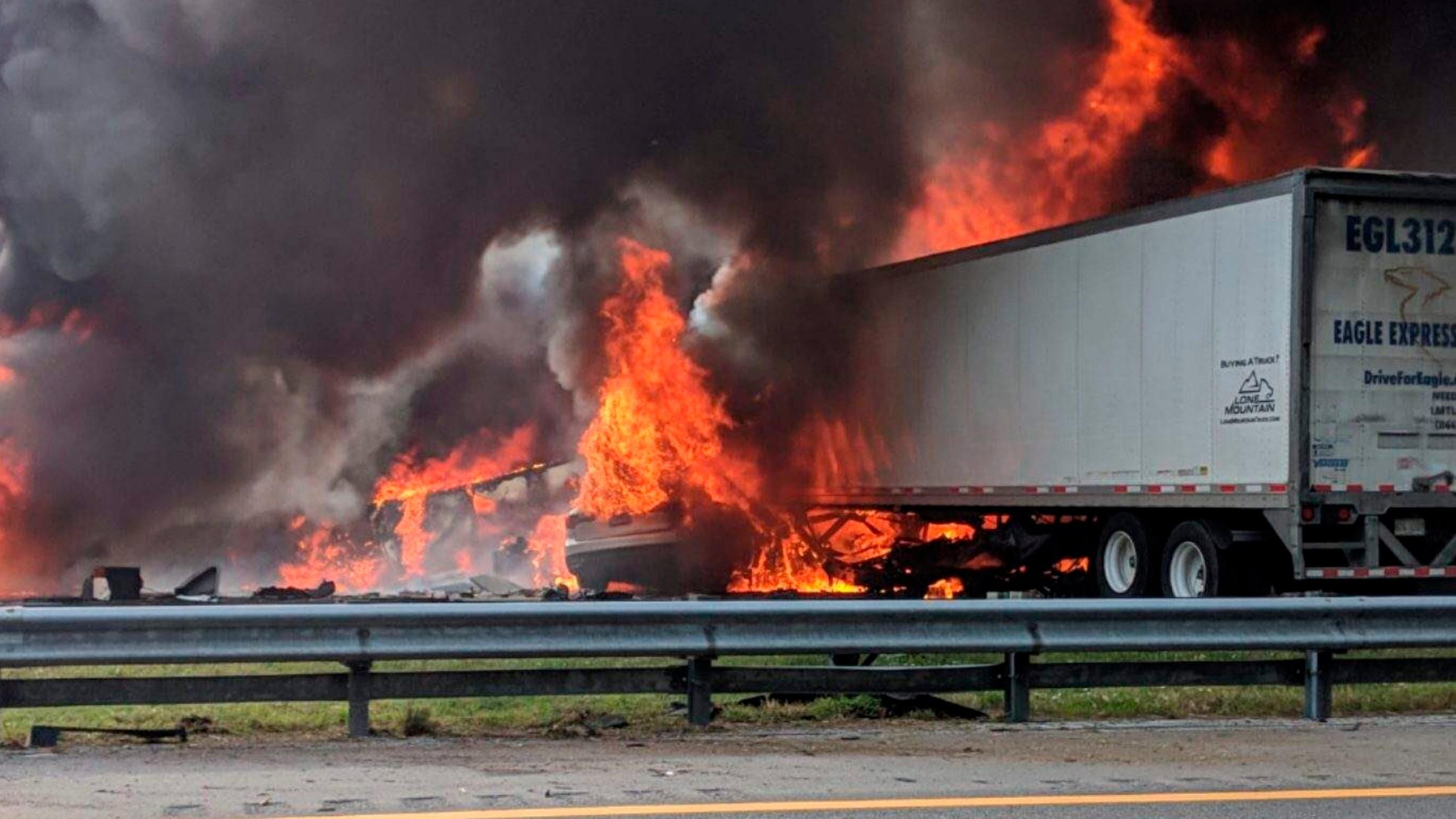 Fatal_Crash-Interstate_Fire-Florida_79055-159532.jpg17056993