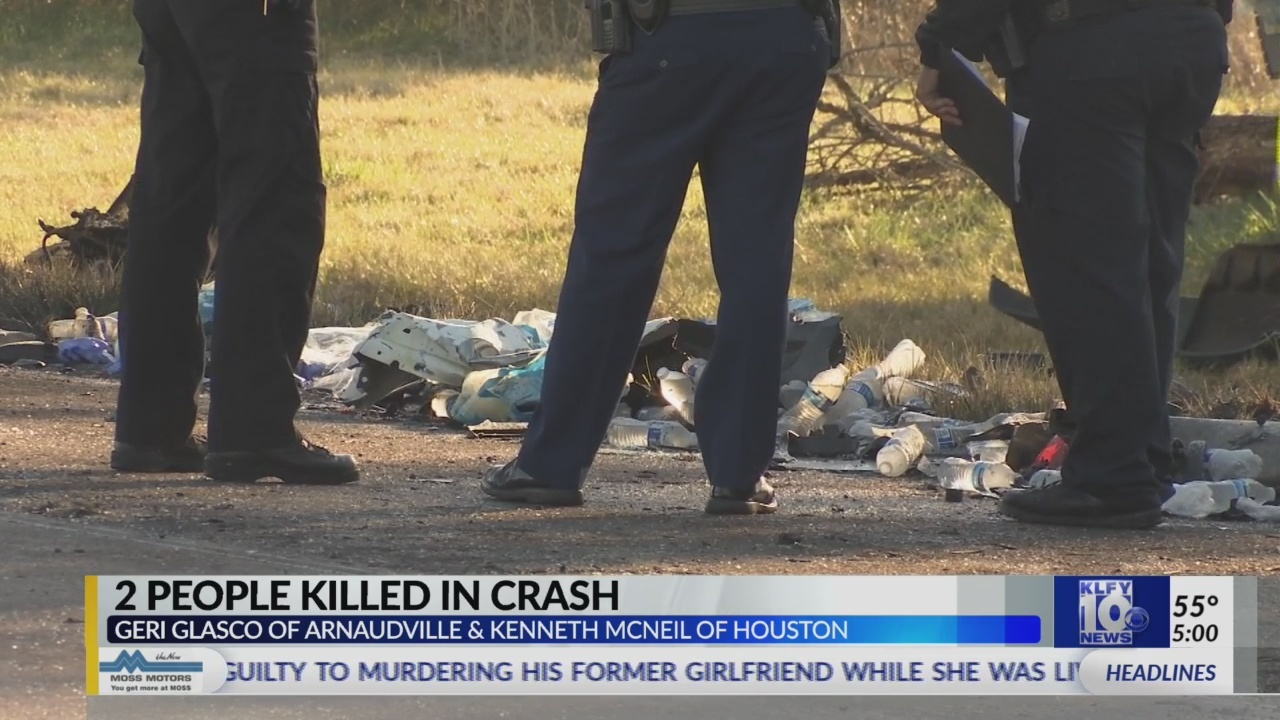 2 people killed in early morning 5-vehicle crash on I-10 East near
